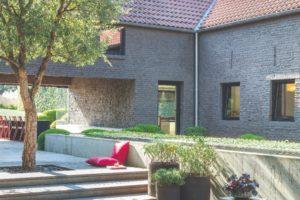 Orientální dlažba před domem