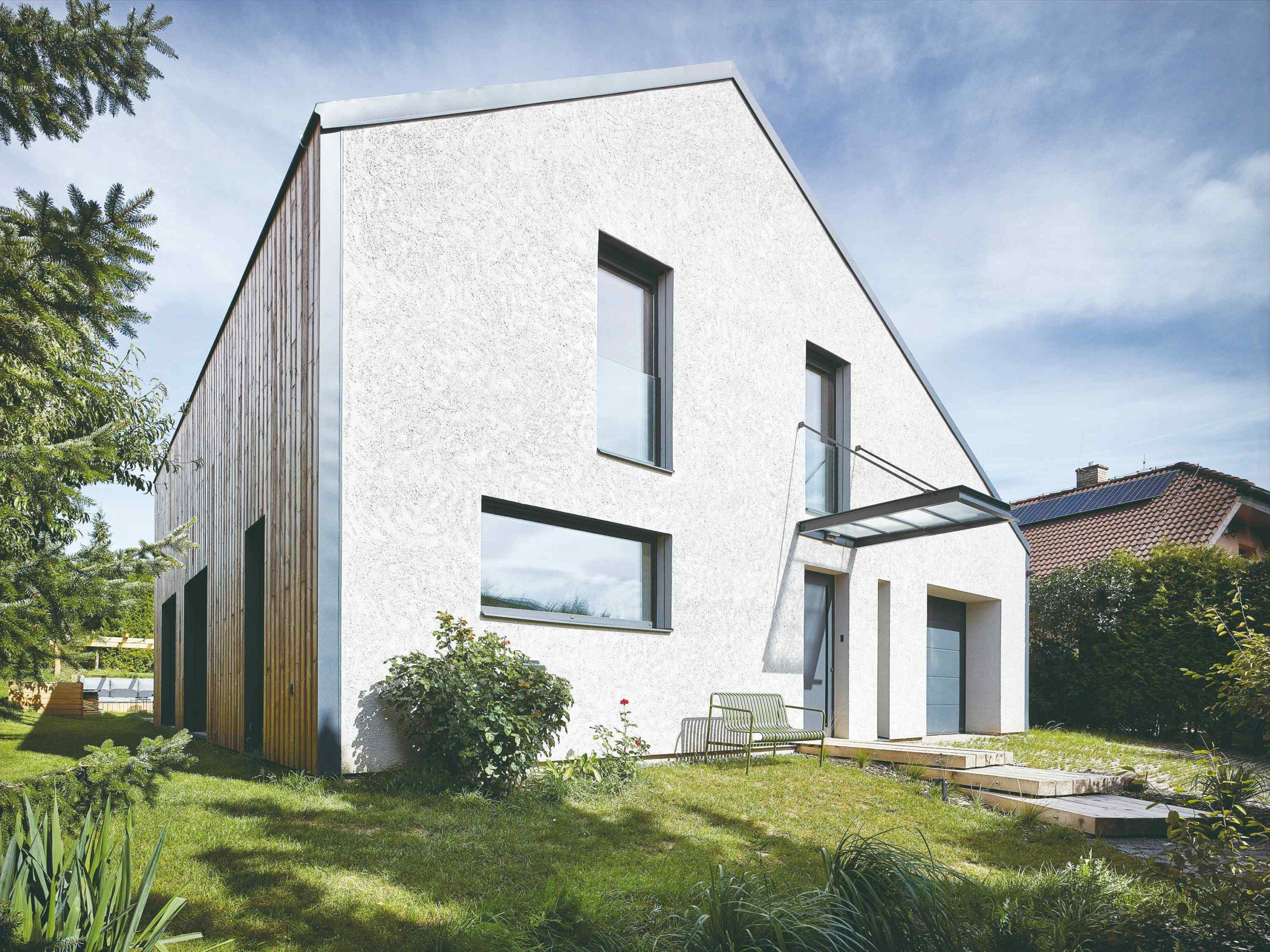Rekonstruovaný dům s velkými okny