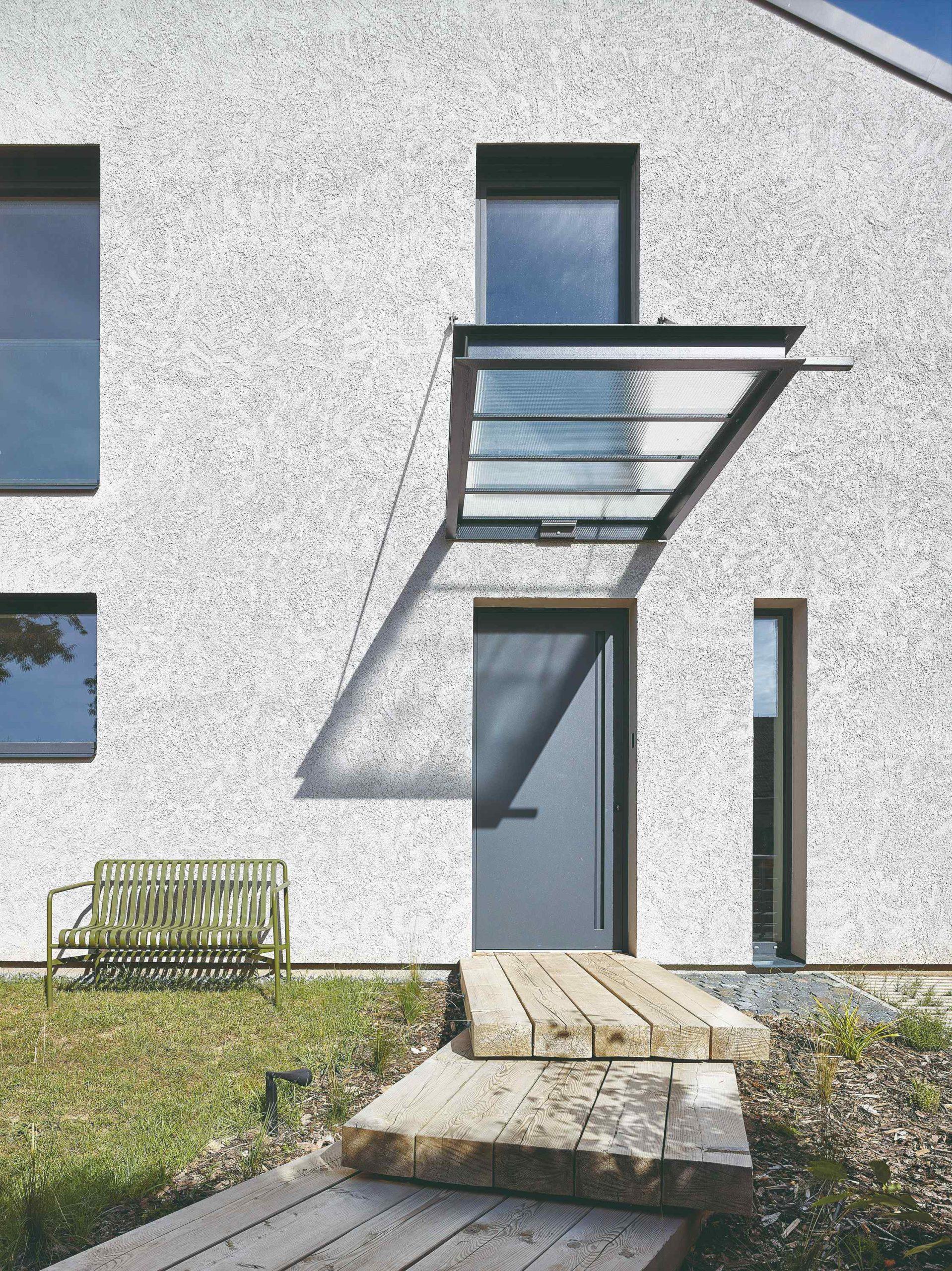 Moderní vchod do rodinného domu