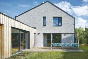 Rodinný dům s terasou a přístavbou