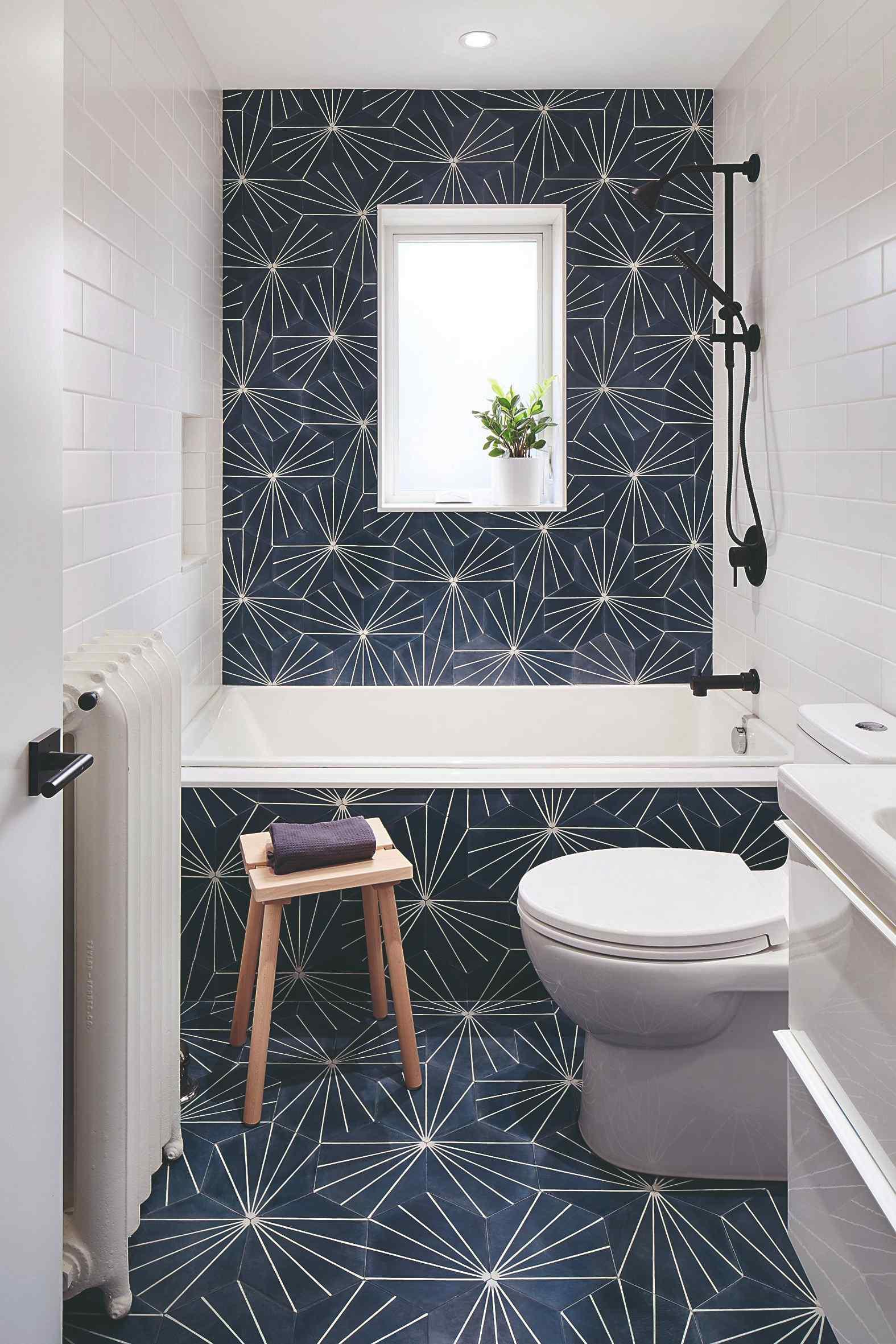 Velké rektifikované dlaždice v koupelně