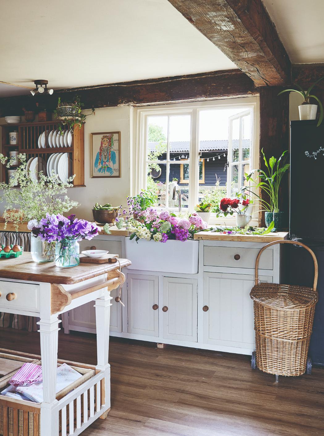 Venkovní kuchyň starožitný nábytek