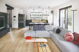 Obývací část otevřená kuchyň