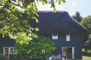 400 letý domeček s doškovou střechou