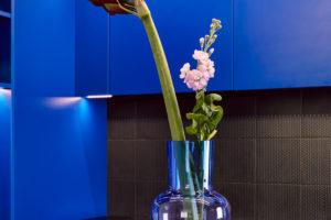 Váza s květinou