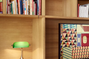 Knihovna na míru pracovní kout