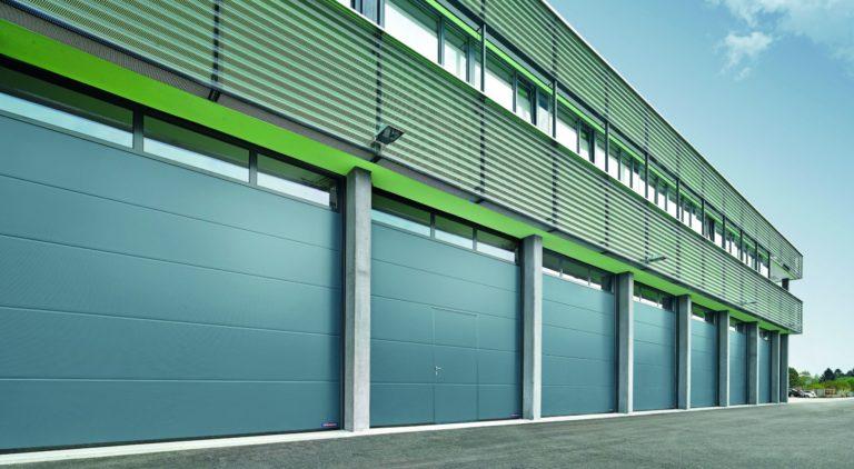 Nová průmyslová sekční vrata Hörmann – rychlejší a bezpečnější