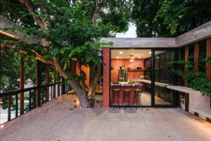 Otevřené patio s barem