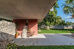 Část domu stojí na betonové desce