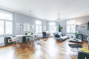 Otevřený sprostor obývací pokoj a jídelna