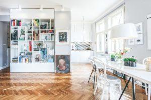 Dizajnová knihovna jídelna