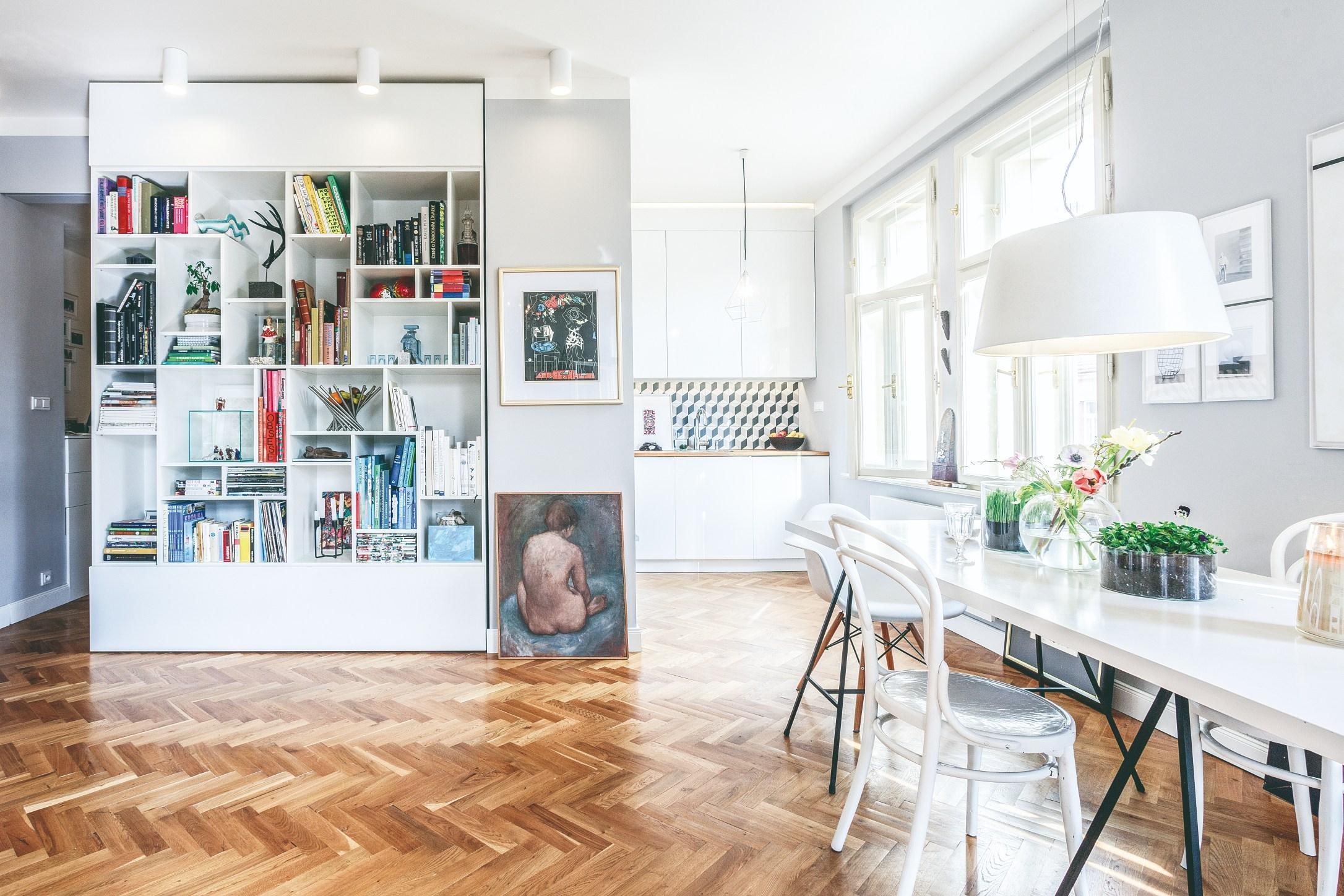 Dizajnová knihovna a jídelna