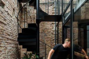 Zimní zahrada točité schodiště