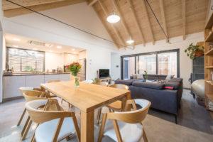 Kuchyň a jídelna krov