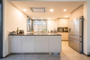Bílá vzdušná kuchyň