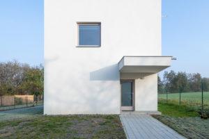 Rodinný dům geometrický vchod z ulice