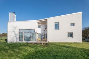 Rodinný dům geometrický terasa zahrada