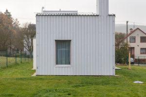 Rodinný dům geometrický malé okna