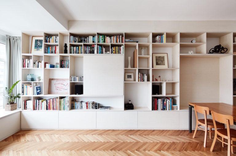 Byt s nepraktickou dispozicí: hledání správného místa pro ložnici nakonec vyřešila nika na spaní