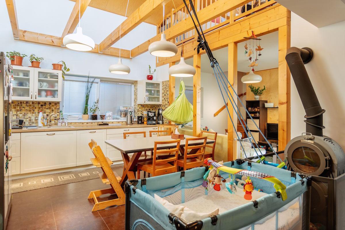 Kuchyň a jídelna trámy