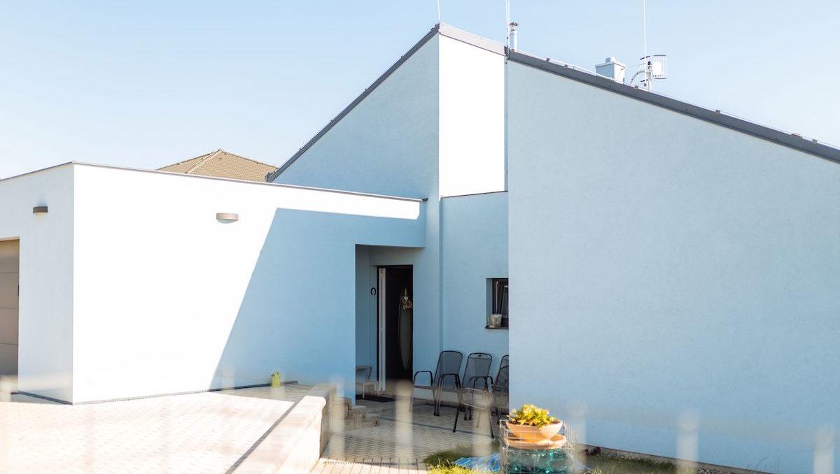 Úsporné a originální rodinné bydlení v regionu Nad Prahou