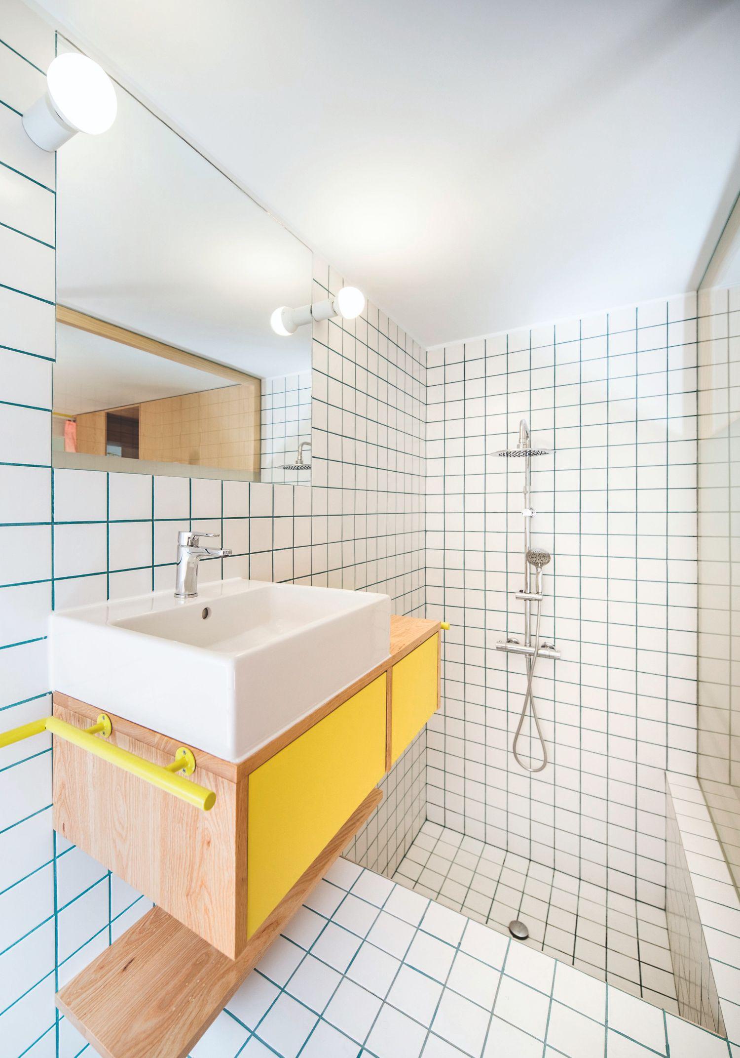 Koupelna s barevnými spárami