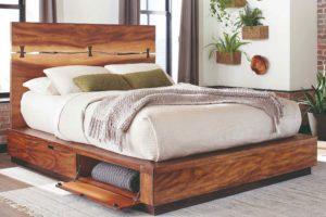 Dřevěná velká postel