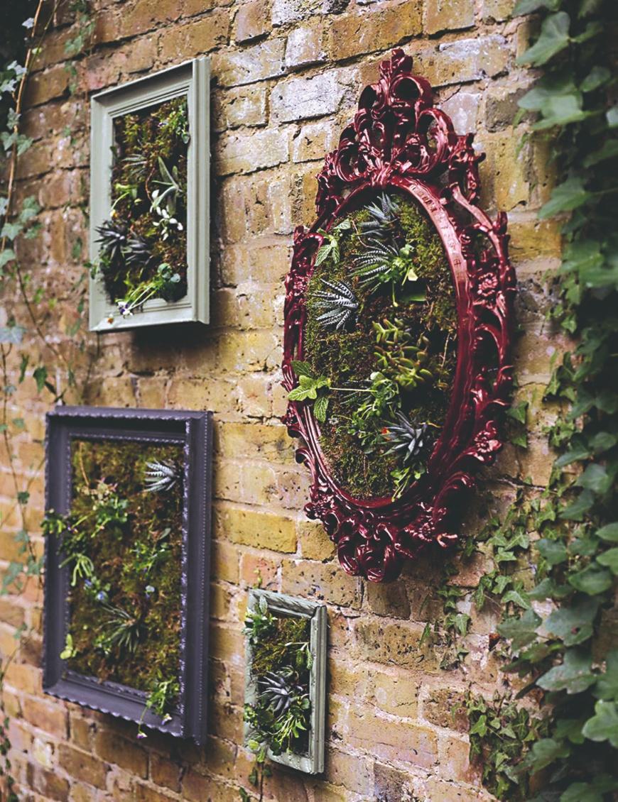Zelené obrazy na tehlové steně
