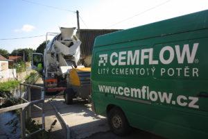 Příjezd techniky a doprava materiálu na stavbu
