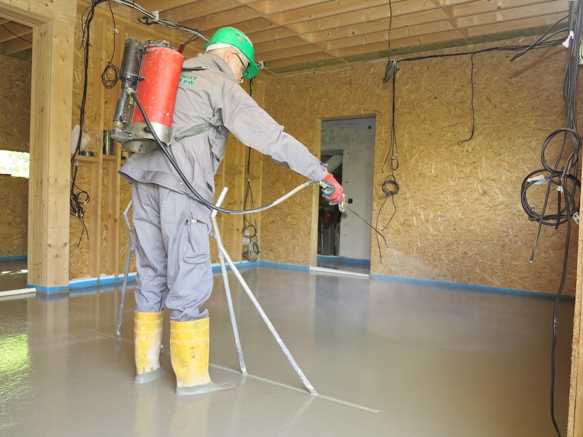 Rádce na podlahy: 3. Řešení do vlhkých míst i nebytových prostor