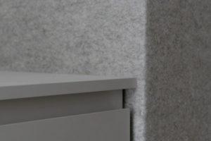 Detail teplé stěny z přírodní plsti