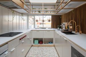 Kuchyňská linka do tvaru U v bílé