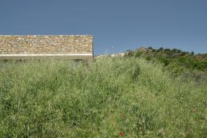 Kamenná deska domu na kopci
