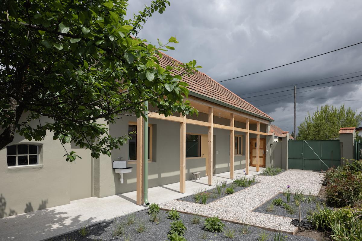 """Mottem rekonstrukce bylo """"nebourat, ale zachraňovat!"""" Typický venkovský dům v malém městě"""