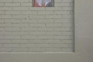 Malé okénko na domě