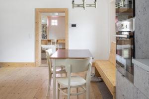 Pokoj s jídelnou v malém domě