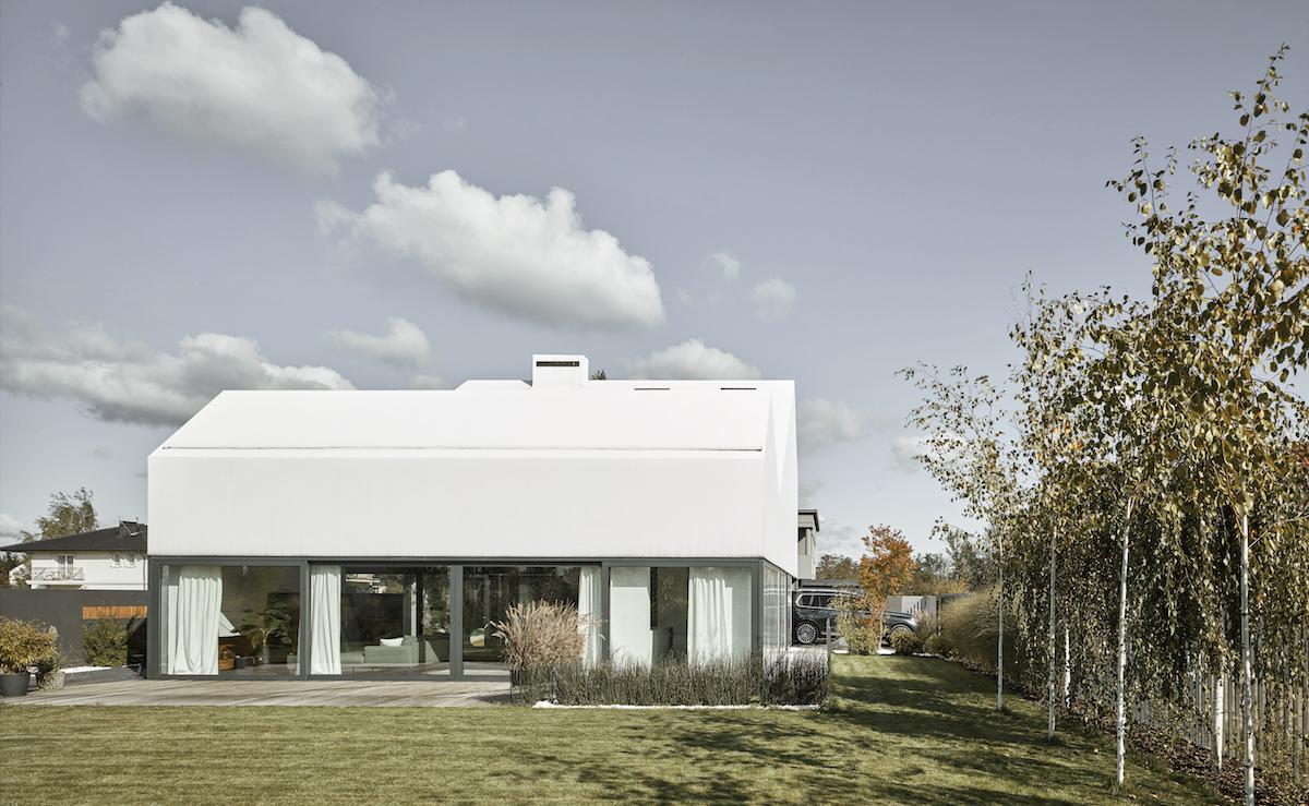 Rodinný dům s prosklenou fasádou