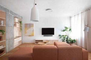 Obývák s terakotovou pohovkou