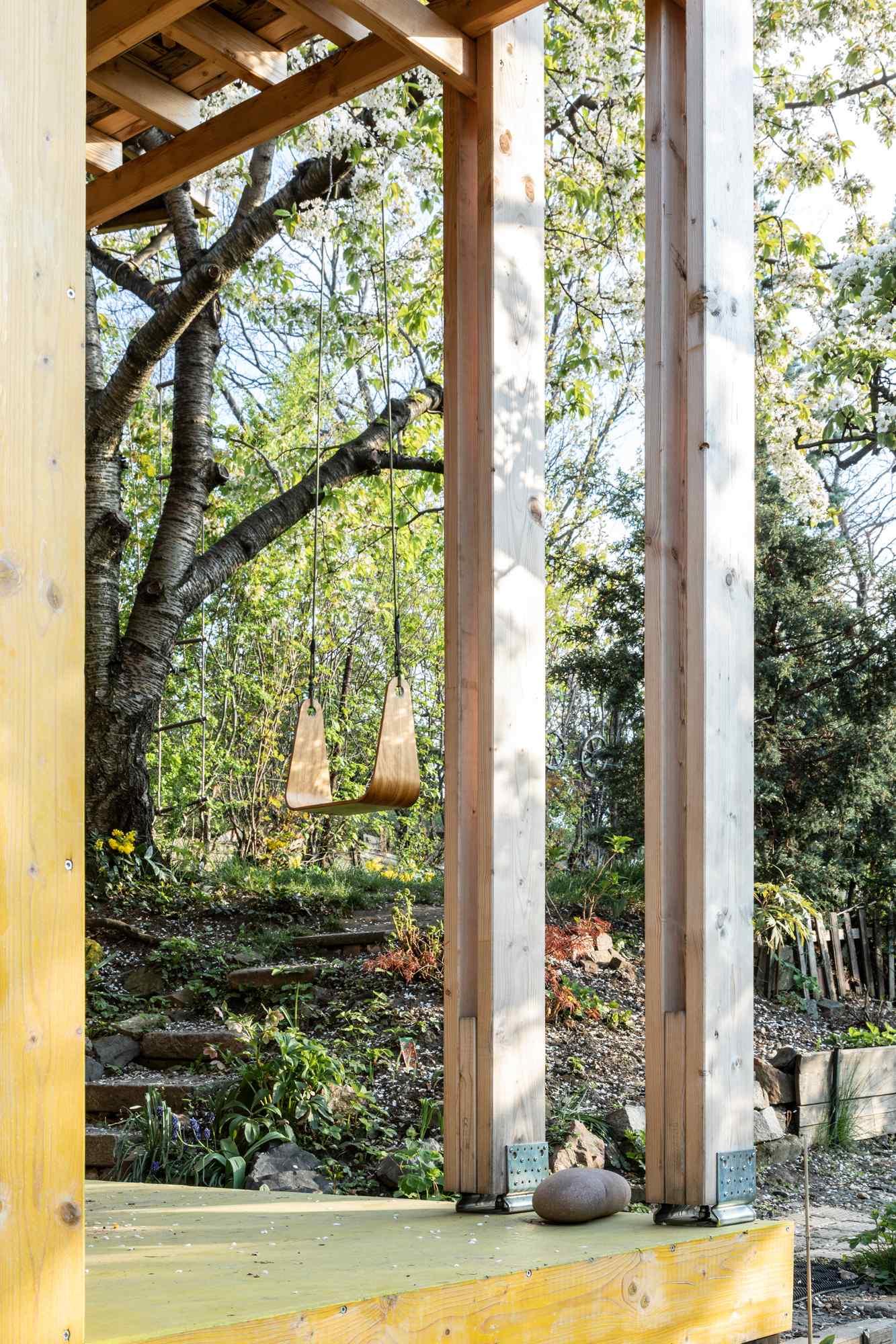 Yellow hut4