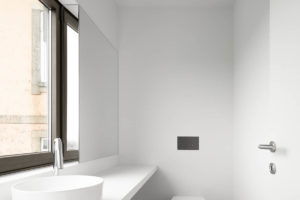 Toaleta s oknem