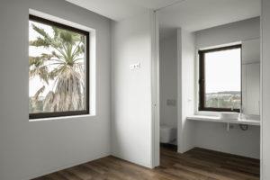 Koupelna s velkými okny