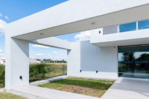 Část domu s otevřenou stěnou a výhledem
