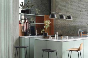 Kuchyň do U s barovými židlemi