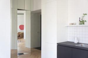 Zrcadlová chodba do kuchyně