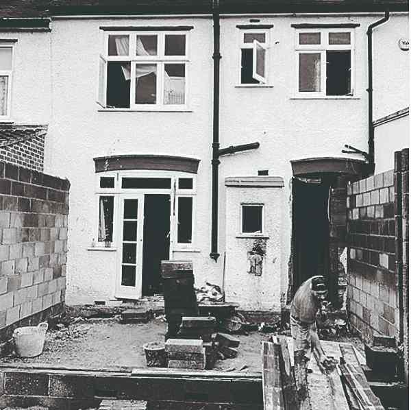 Zpustlý dům v tiché čtvrti Londýna