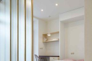 Ložnice se skleněným paravánem