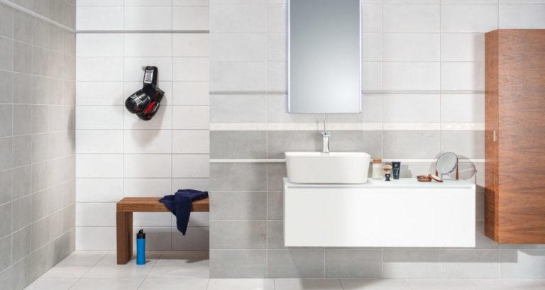 Koupelna moderní, a přitom nadčasová? Vsaďte na šedou barvu!