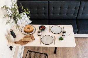 Jídelný kout s gaučem