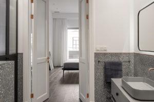 Terazzo koupelna v šedé