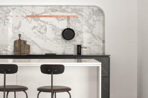 Bílý barový pult v moderní kuchyni